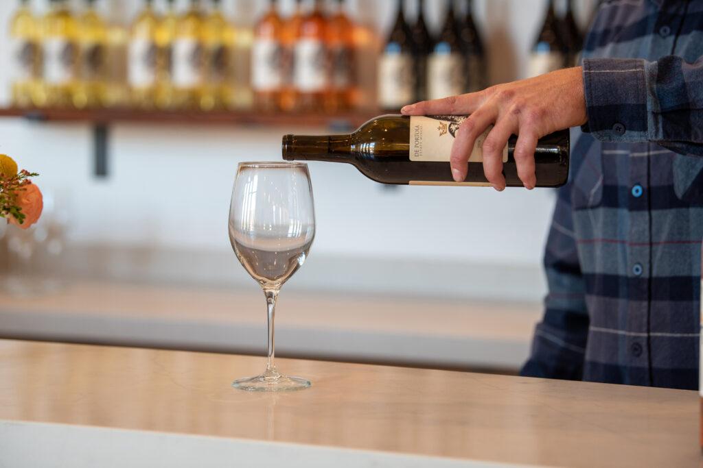 pouring altisima wine