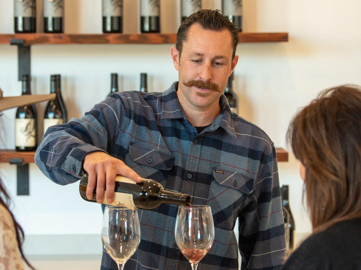 altisima winemaker pouring wine